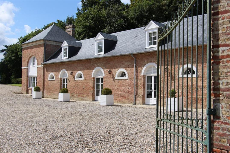 LE-TITRE Cottage du château-Côté chasse