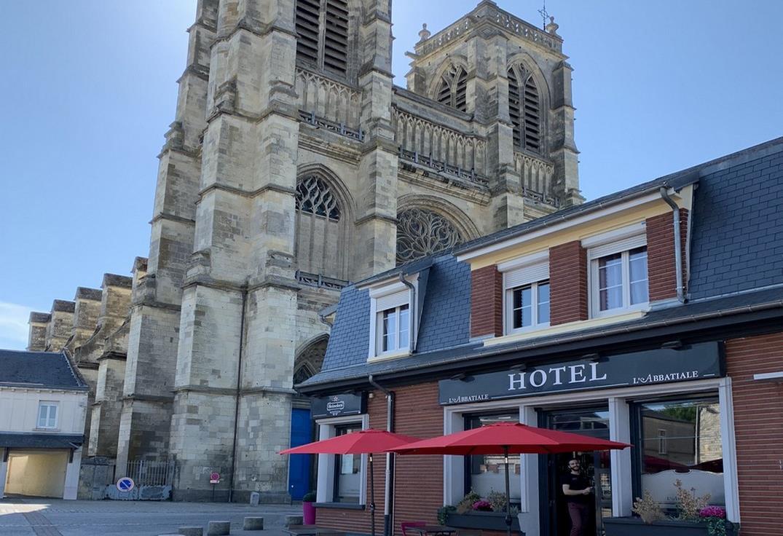 HOTPIC080FS0002Q_L'Abbatiale_facade_Corbie_Somme_HautsdeFrance