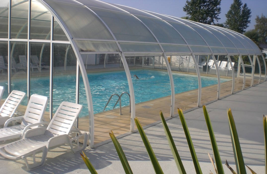 Camping le royon for Camping piscine couverte